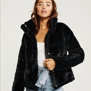 Abercrombie & Fitch  Mini Faux-Fur Puffer Jacket